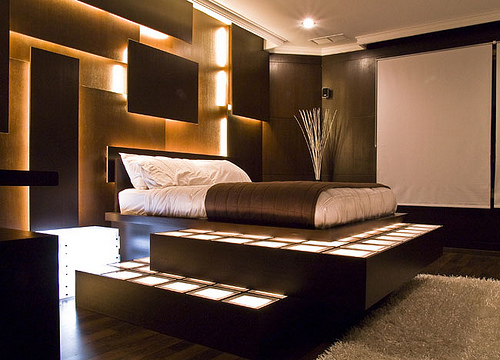 Brown Bedroom Decorating Image