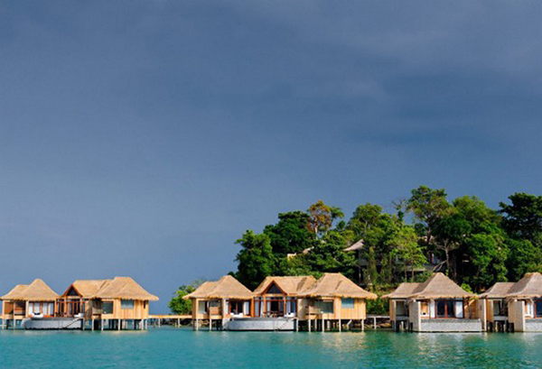 Beautiful-Houses-Floating-on-Water Ultimate Luxury Destination Song Saa Private Island