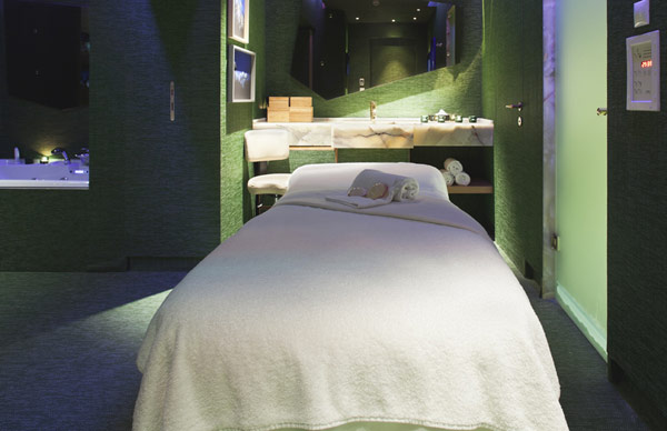 Bed massage Artistic and Unconventional Design green wall Design Showcased