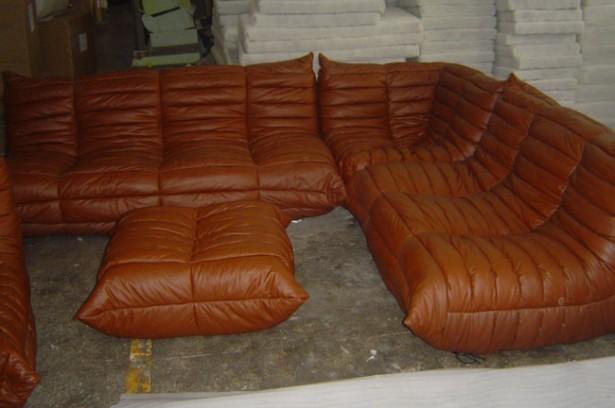 Brown Sofa SOfa Coffee Table Modern Look Simple Design