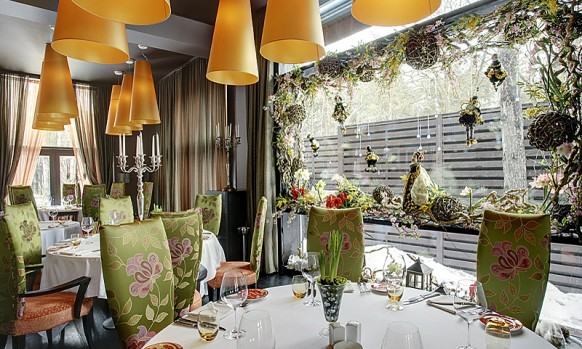 Brown curtain awesome dining Inspirational Restaurant Interior Designs