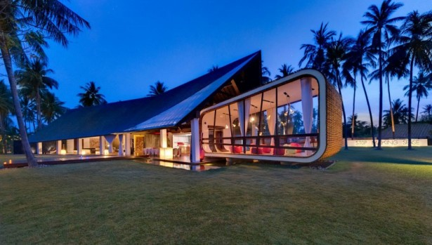 Cabin shape living space Green courtyard Villa Sapi  Soft pendant lamps