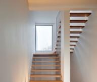 Casa Valna Modern stairs Stylish hidden light Grating railing