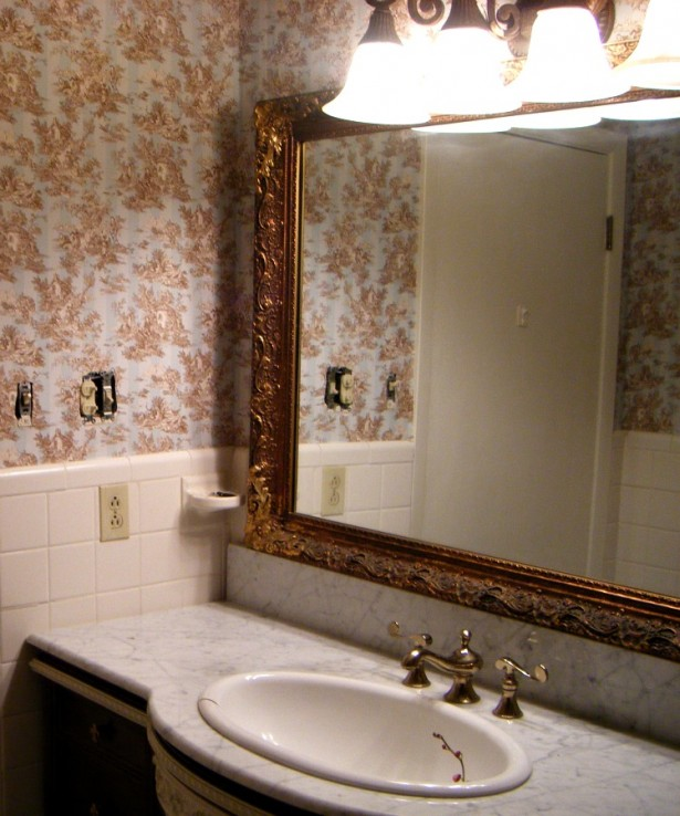 Classic Small Bathroom Design Ideas with Big Mirror