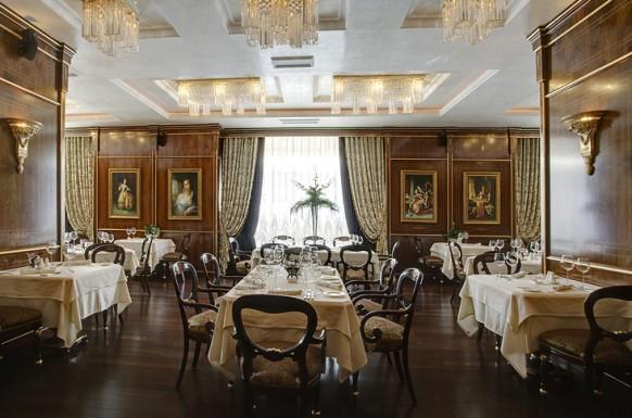 Classic lamp beautiful restaurant Inspirational Restaurant Interior Designs