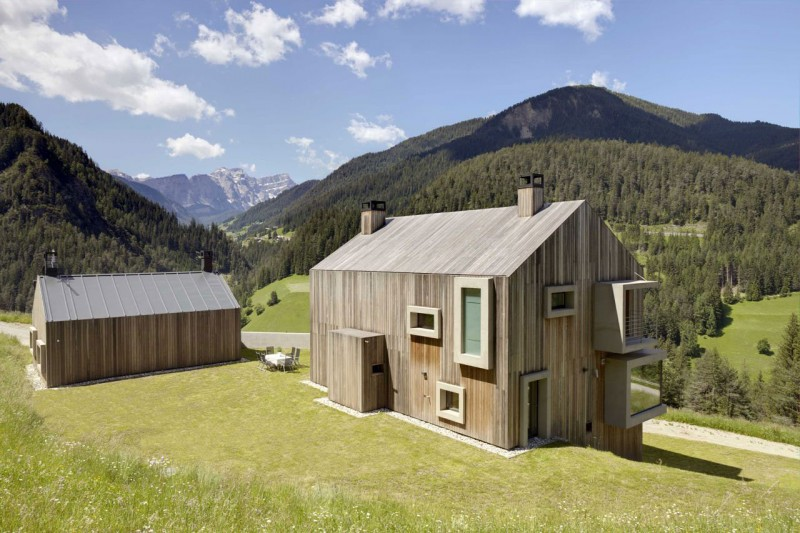 Contemporary wooden house Amazing montain view Country style building