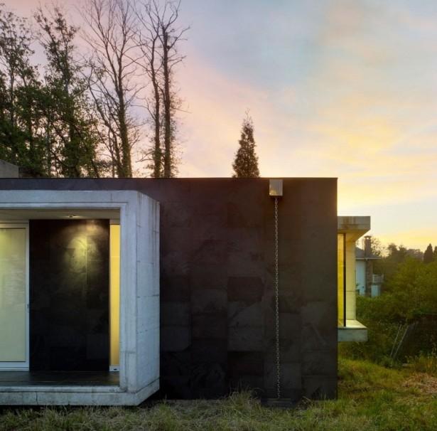 Cool cube shape terrace Green courtyard EINS house