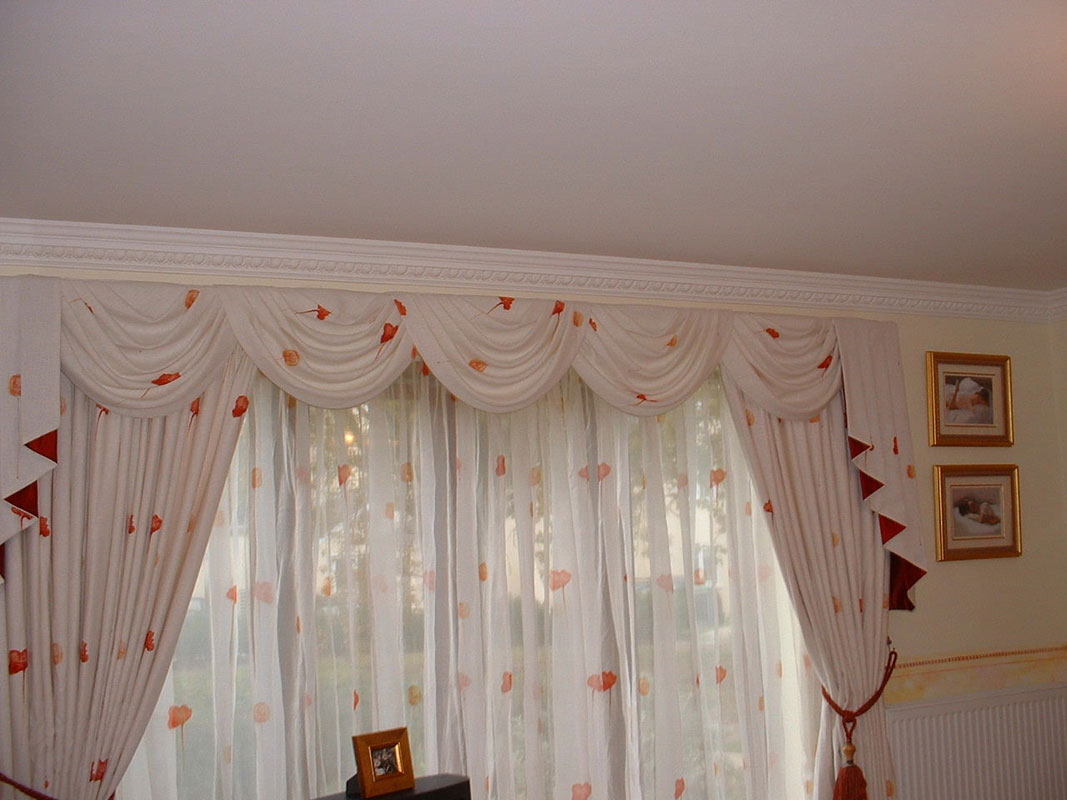 Curtain Designs for Windows Red Floral Curtain White Wall Golden Picture Frames