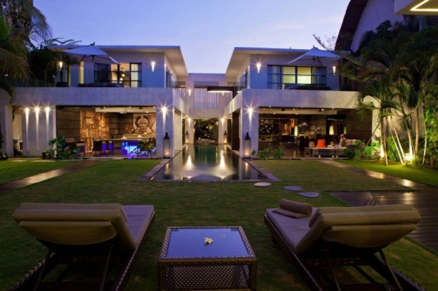 Elegant-chaise-lounge-chair-Classy-outdoor-furniture-Romantic-garden-lights-Elegant-outodoor-swimming-pool