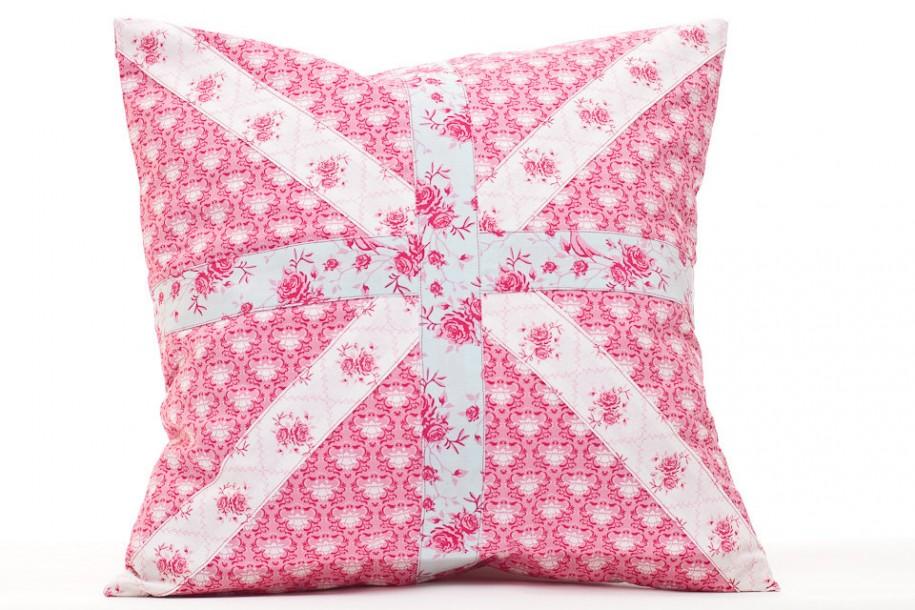 England Flag Shape White Hue Soft Pink Color FLower Motive