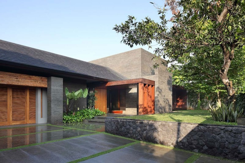 Flat Roof Wooden Hue Green Lawn Modern Look