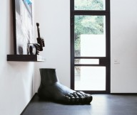Foot Statue Black Floor White Wall Modern Sense