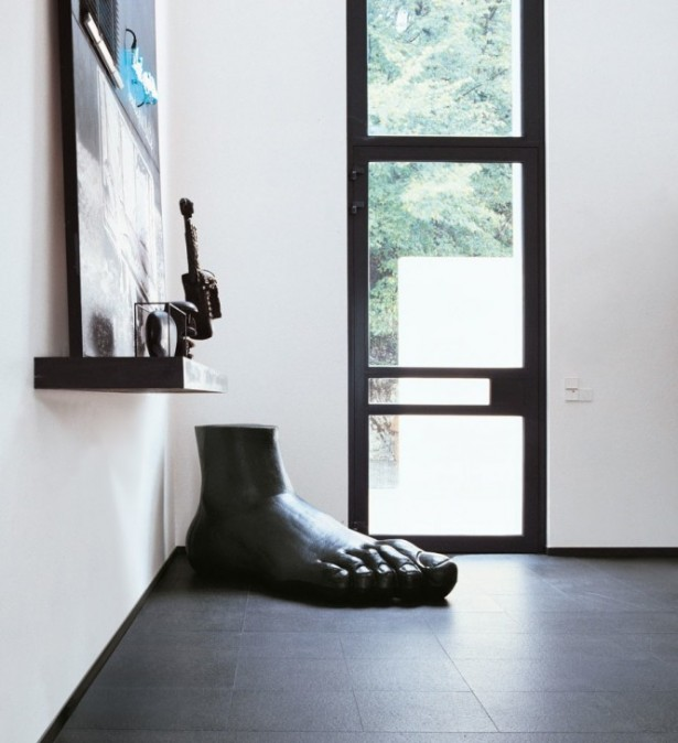 Foot Statue Black Floor White Wall Modern Sense