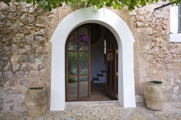 Glass Door Stone Wall Stone FLoor Classic Ewers