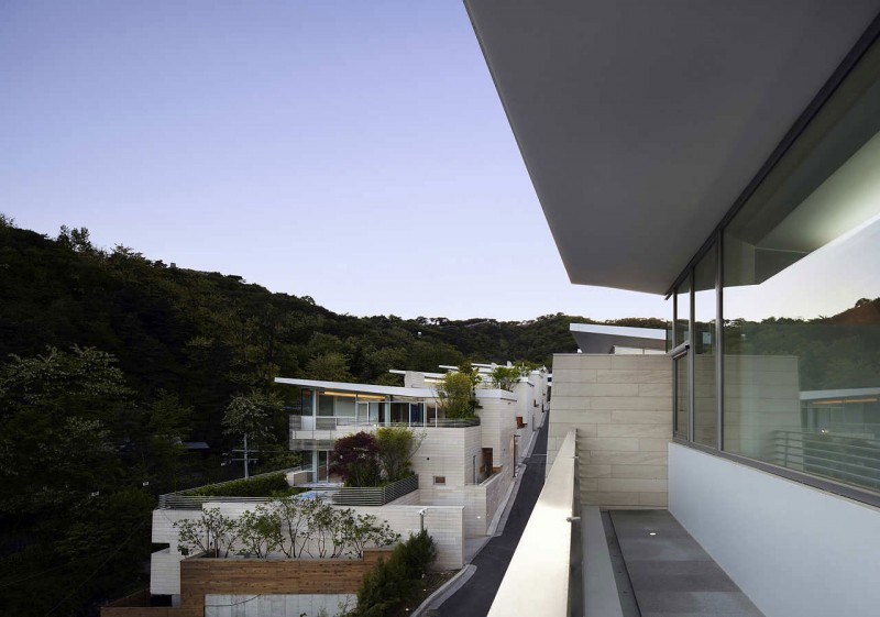 Glass bay windows Cool house design Seongbuk Gate Hills