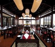 Glossy-dining-table-Shiny-glassware-Sleek-floor-Amazing-lampion-pendant