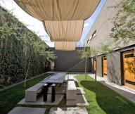 Gorgeous Courtyard Design and Landscaping defines spaces Greeen lawn