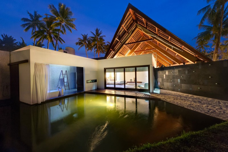 Great pool Villa Sapi White drapes Glass bay windows