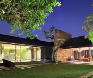 Green Lawn Stone STeps Flat Roof Wide Windows Big Trees