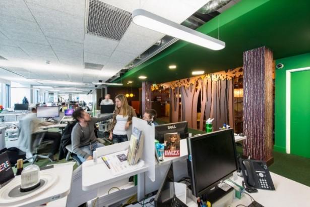 Green Wall Wooden Pillars White Desks Neon Bar Lamps