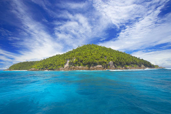 Incredible private island Stunning blue sky Peaceful deep Ocean view