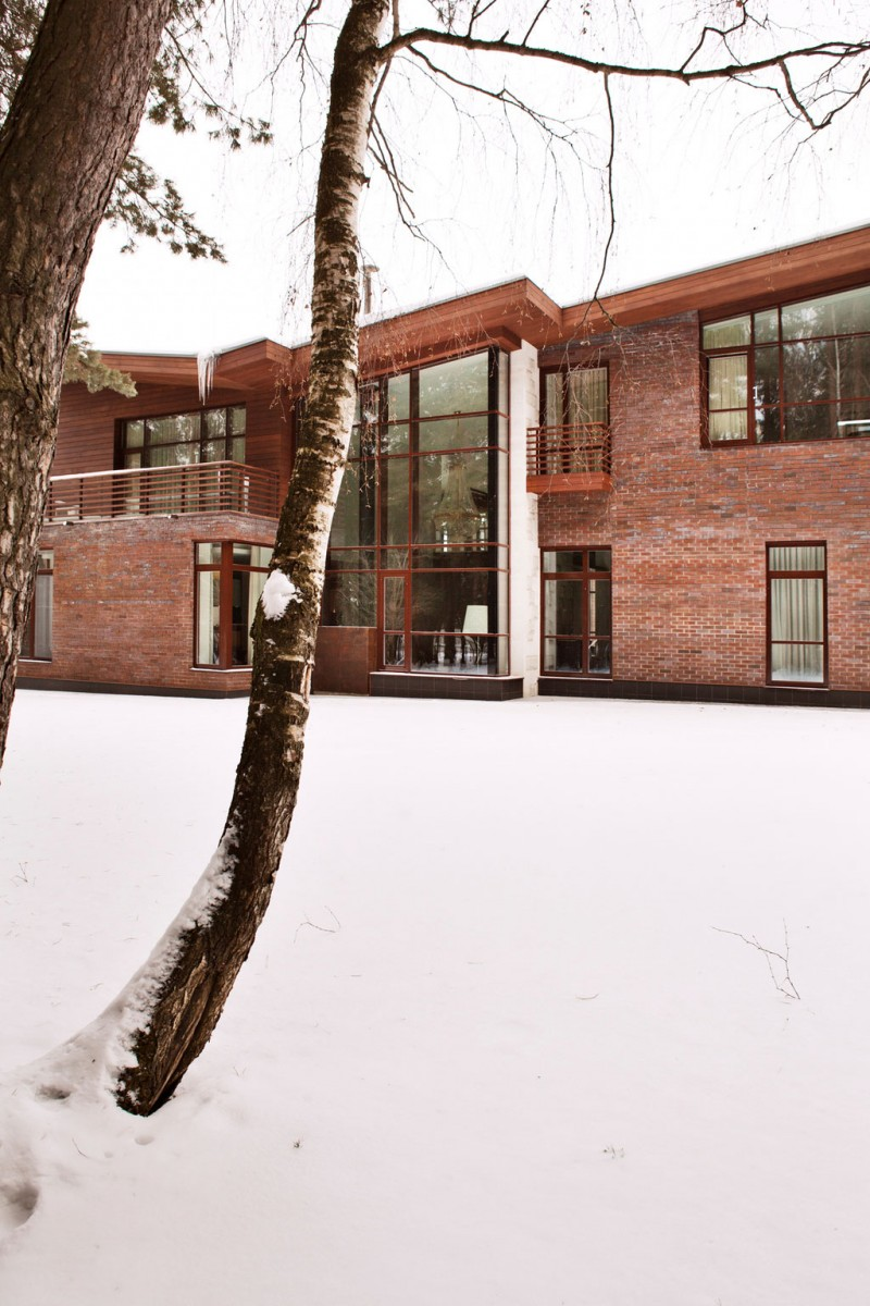 Incredible two storey house Contemporary house Snowy courtyard Leafless greenery
