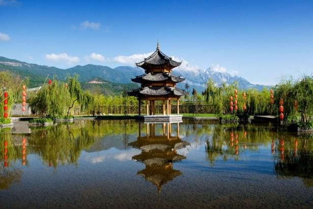 Inspiring-lampions-Wonderful-lake-design-Artistic-pagoda-Freshening-banyan-trees