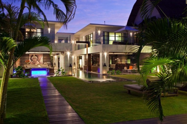 Inspiring-outdoor-lights-Palm-trees-Stylish-lounge-chairs-Great-design-path