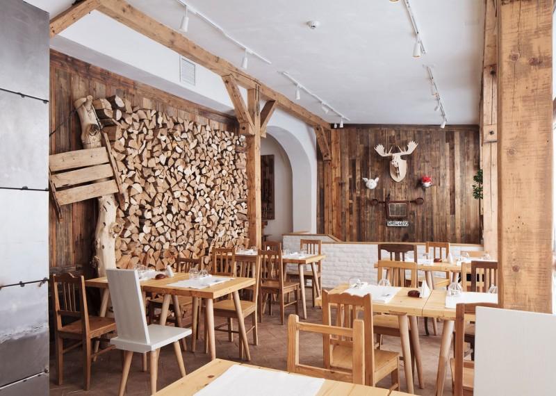 Inspiring wood chip wall Lacrimi si sfinti  Unique antler
