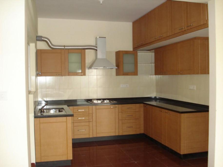 Kitchen cupboards ideas cream backspalsh brown floor for Cream and brown kitchen designs