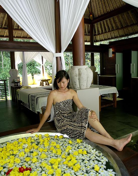 Beautiful Tropical Paradise Round Pool Dark Floor Ideas