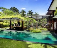 Contemporary Outdoor Space Green Lawn Serene Sun House