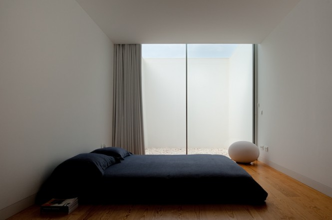 House With The Simplest Of Forms Black Bedroom Ideas