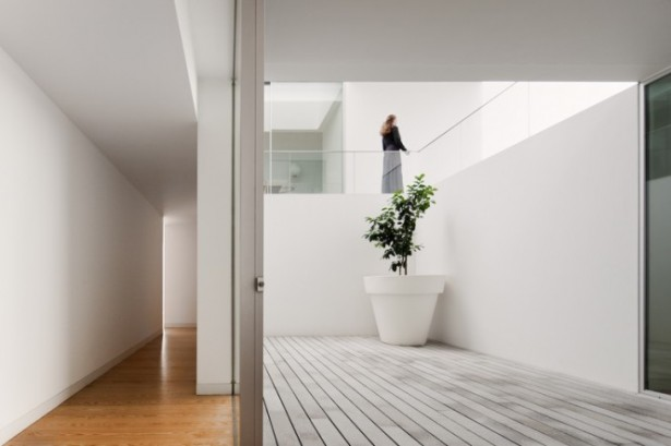 House With The Simplest Of Forms Internal Walkways Wooden Floor