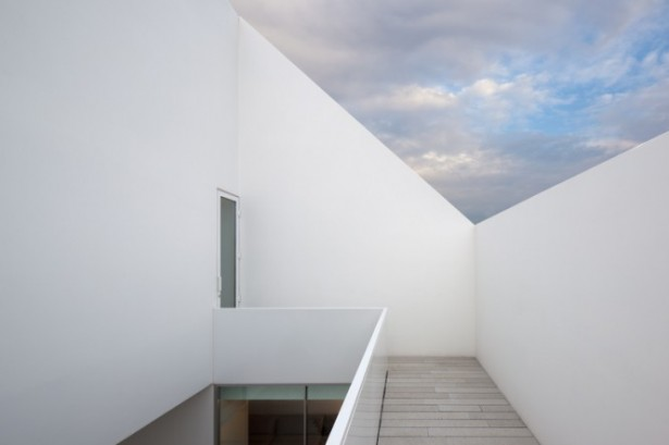 House With The Simplest Of Forms Private Terrace White Wall