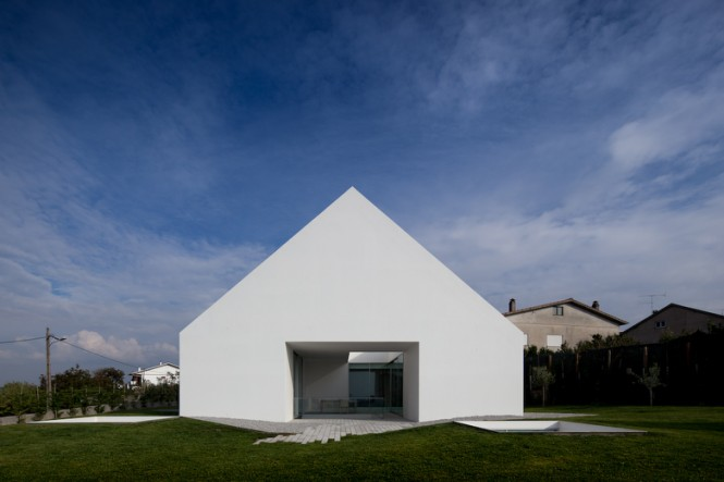 House With The Simplest Of Forms Side View With Opening