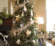 Indoor Decor Ideas Organic Christmas Tree Creame Wall