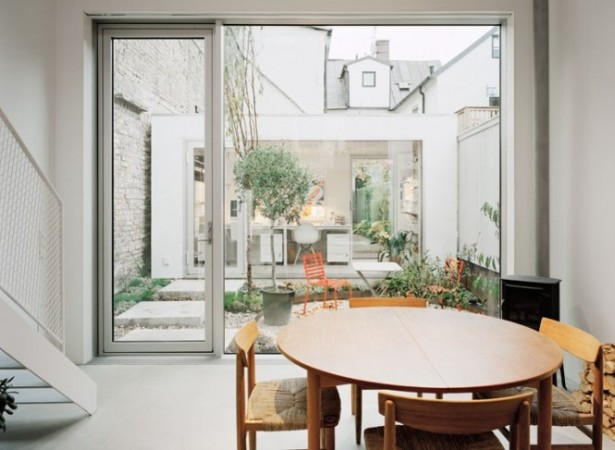 Round Wooden Table Central Courtyard Courtyards Design Ideas