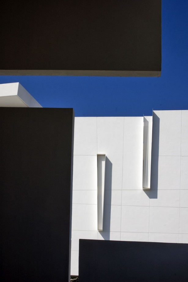White Wall Painting Blue Sky Modern Hotel Encanto