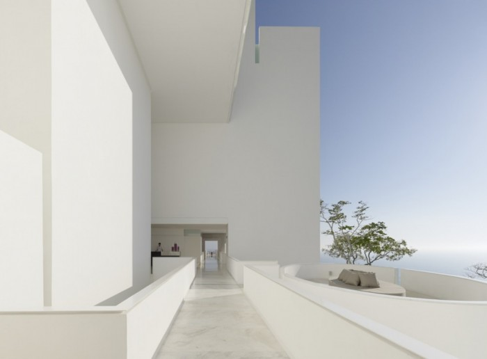 Whiye House Blue Sky Modern Hotel Encanto Design