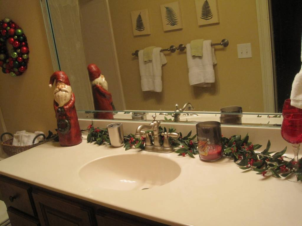 Christmas decorations for the bathroom