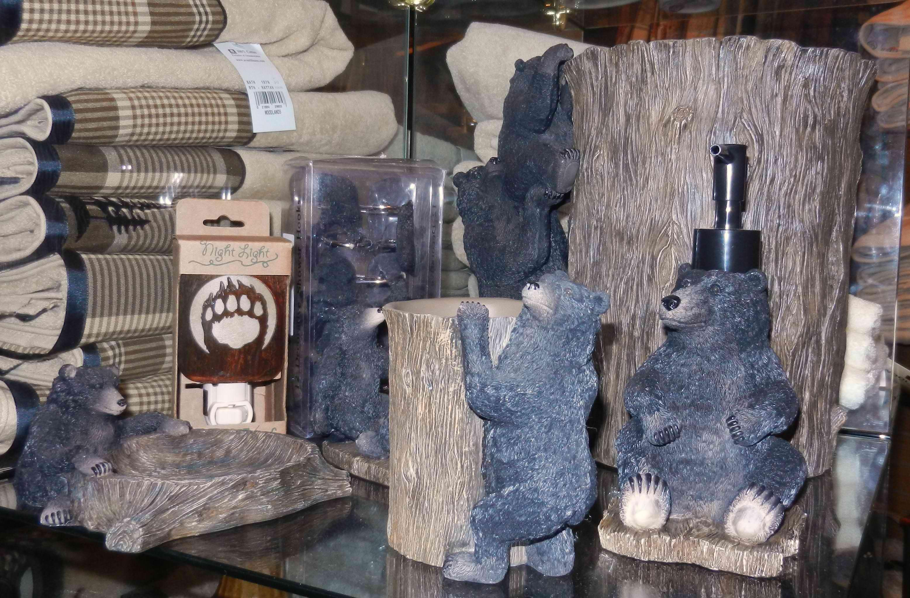 Black bear bathroom decor ideas for a home lodge for Bear home decorations