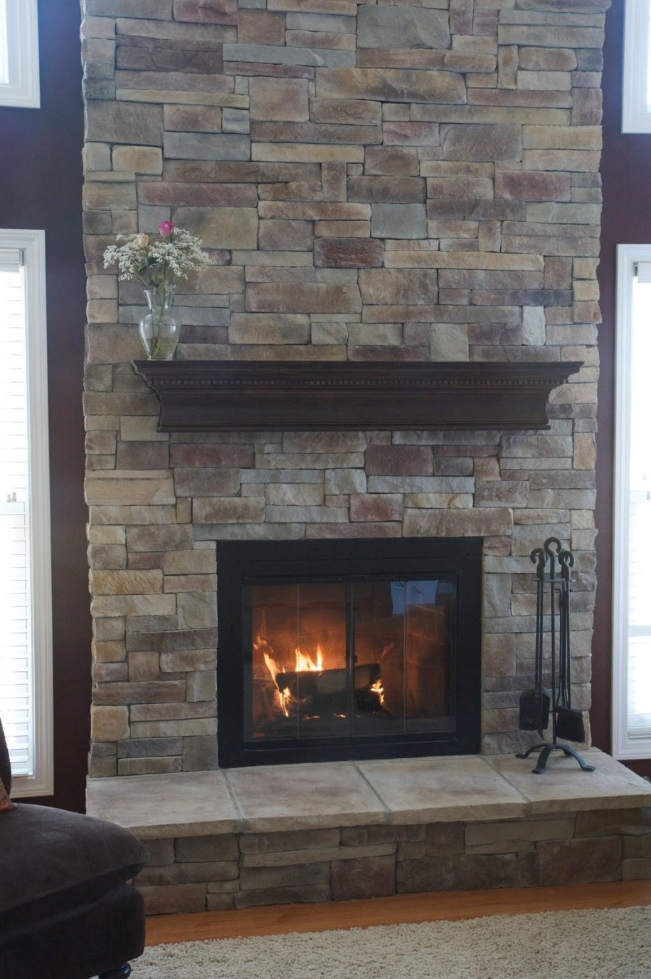 Stone Brick Fireplace with Mantel 915 x 1374